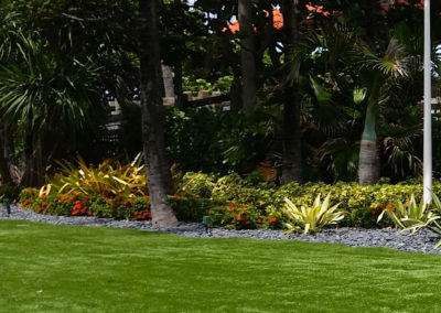 Zoysia Grass with rock dividing border